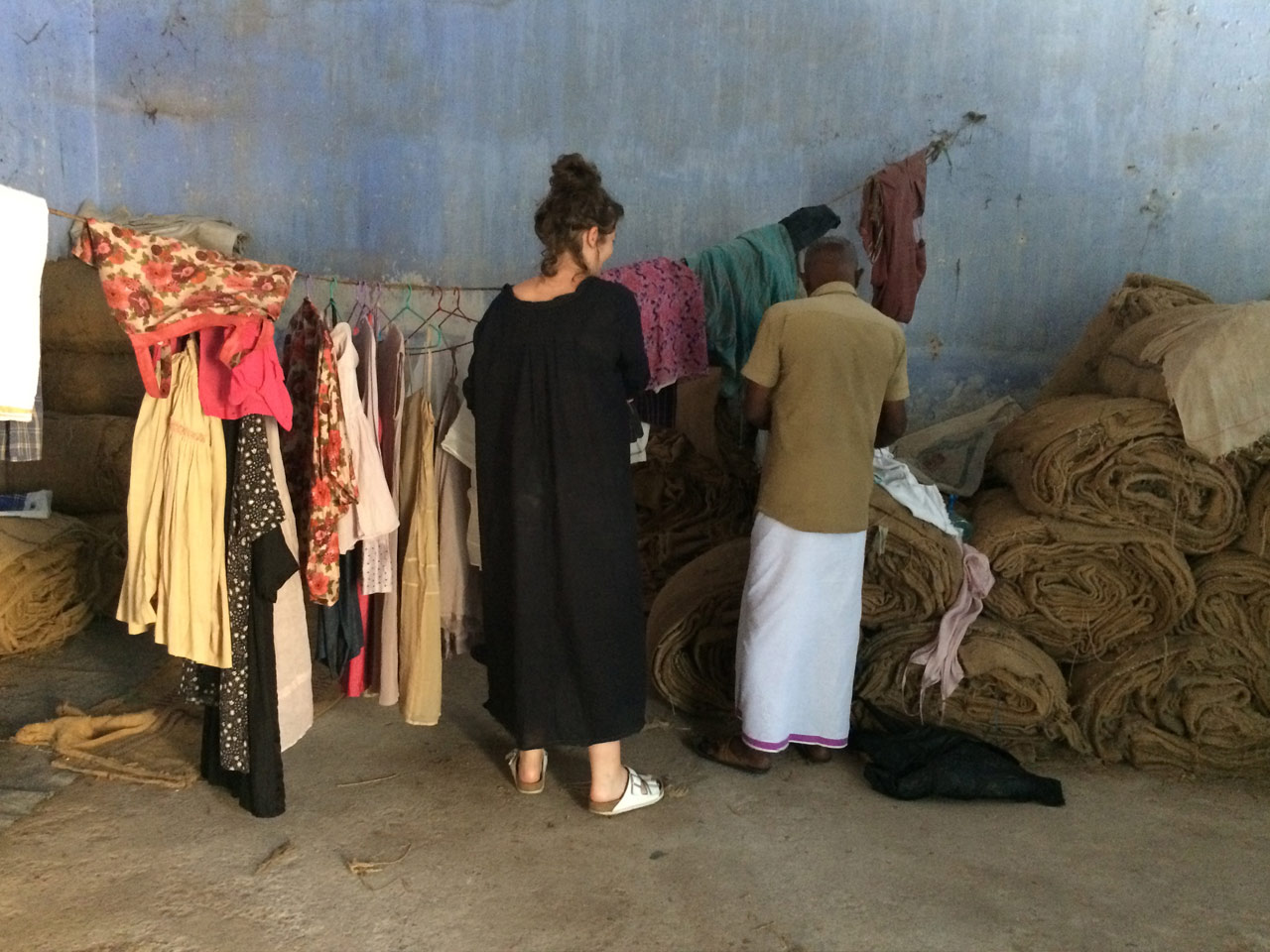 Yaya-and-Alson-Hanging-clothes